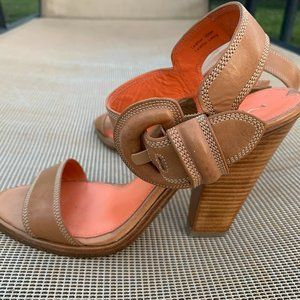 Via Spiga Tan Leather Buckle Sandals Sz 7.5
